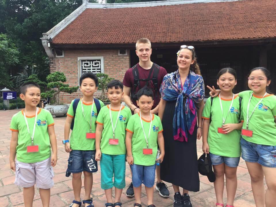 Cho trẻ tham gia các hoạt động, câu lạc bộ nói tiếng anh ngoại khoá nếu bạn có điều kiện