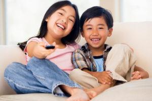 Học tiếng anh qua phim ảnh giúp trẻ tiếp cận tiếng anh một cách tự nhiên