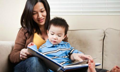 Nếu có thể hãy nên đọc sách tiếng anh cho trẻ nghe trước khi đi ngủ