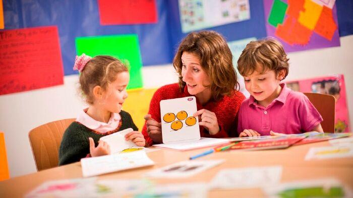 Cần tạo cho trẻ khả năng tự suy nghĩ và xử lý thông tin khi học tiếng anh