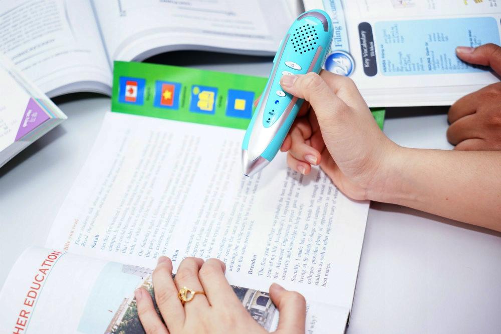 Bút chấm đọc thông minh giúp bé luyện nghe mọi lúc mọi nơi