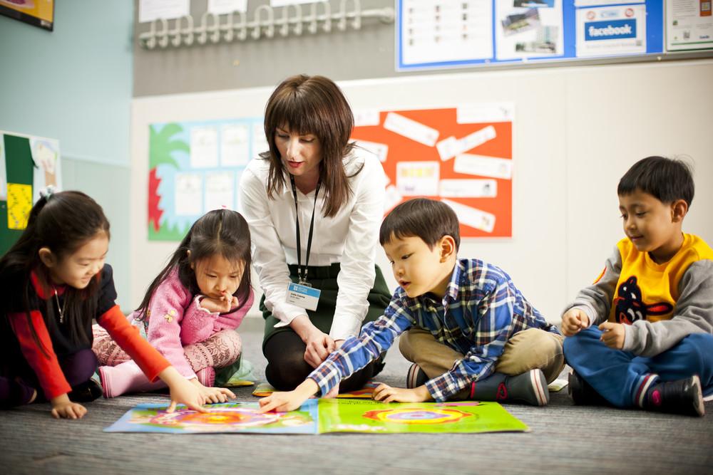 Phụ huynh nên chọn trung tâm tiếng Anh có cách dạy thoải mái cho bé
