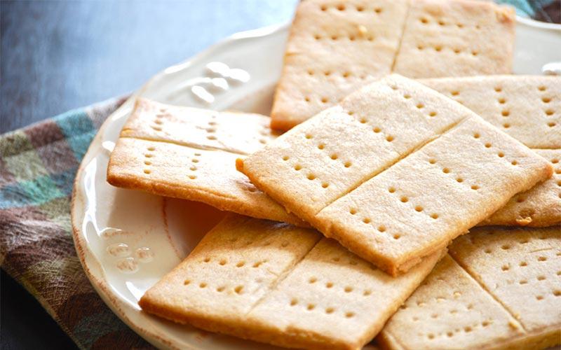 Bánh quy cracker giúp hạn chế cảm giác buồn nôn cỉa mẹ bầu