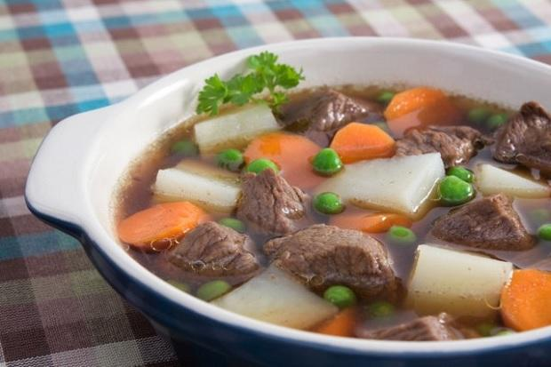Thịt bò hầm rau củ cho bé 2 tuổi suy dinh dưỡng