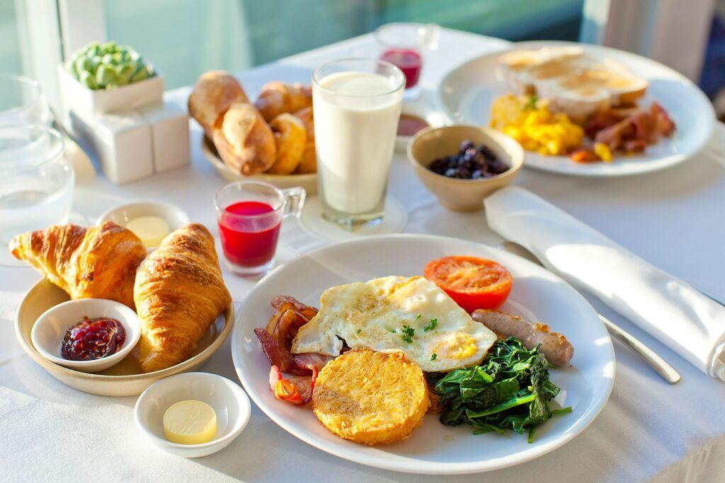Bữa sáng cho bà bầu tiểu đường cần đầy đủ tất cả các nhóm chất dinh dưỡng