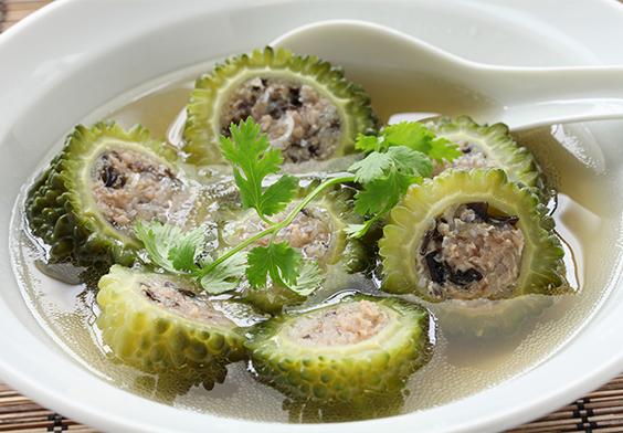 Mướp đắng là món ăn thanh mát, giàu dinh dưỡng thích hợp cho phụ nữ sau khi sinh mổ