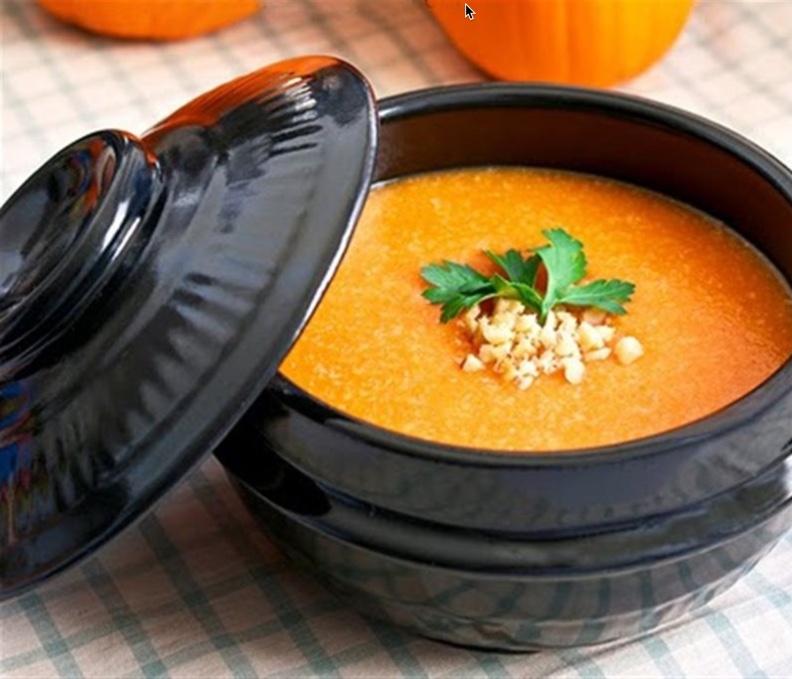 Cháo bí đỏ, đậu xanh là món ăn bổ dưỡng cung cấp nhiều vitamin và dưỡng chất cho bé 9 tháng tuổi