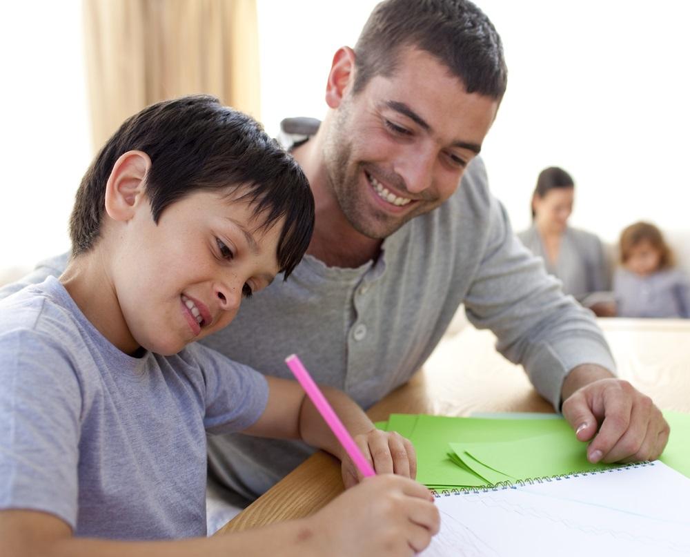 Phụ huynh cần dạy trẻ viết chữ trong tâm lí thoải mái