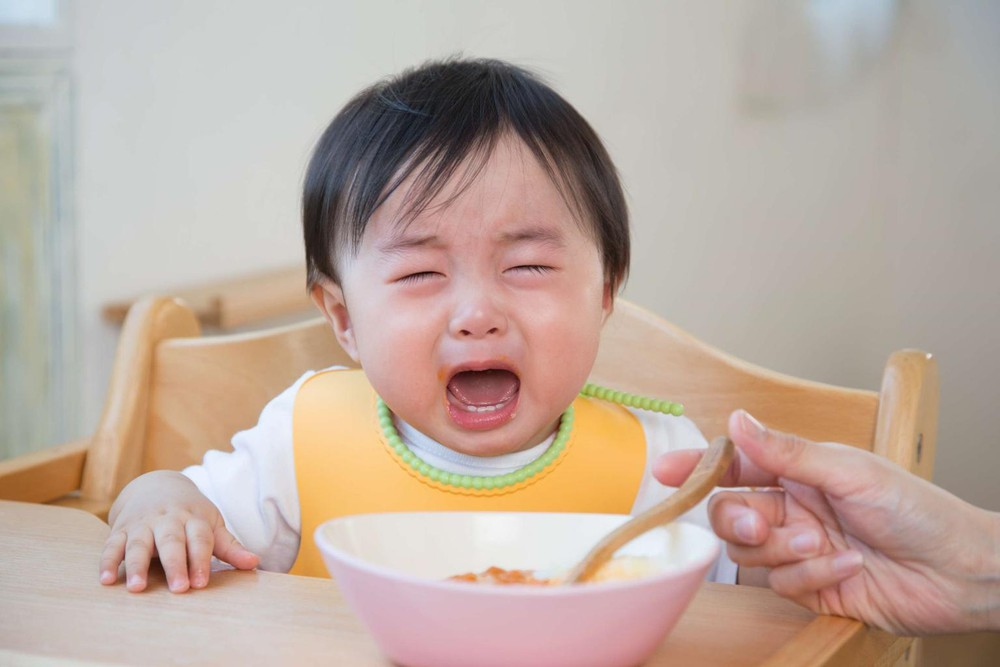 Lười ăn, kén ăn là 1 trong những nguyên nhân hàng đầu khiến trẻ suy dinh dưỡng
