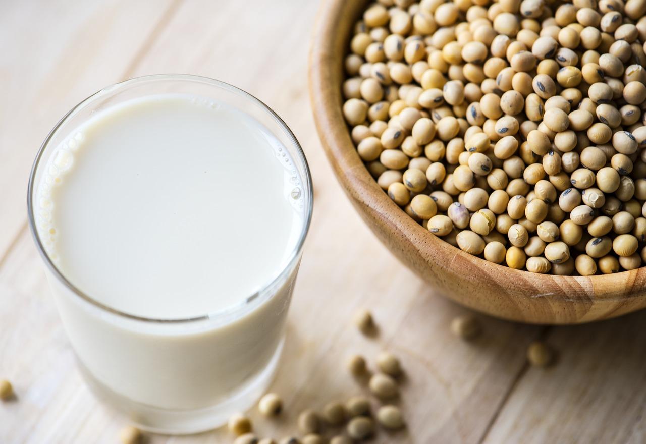 Sữa và đậu nành là thức ăn dinh dưỡng rất tốt cho bà bầu