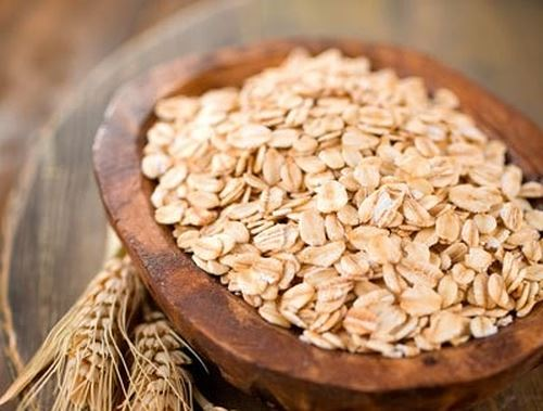Bột yến mạch rất giàu dinh dưỡng, thích hợp thay thế bột gạo ăn dặm cho bé