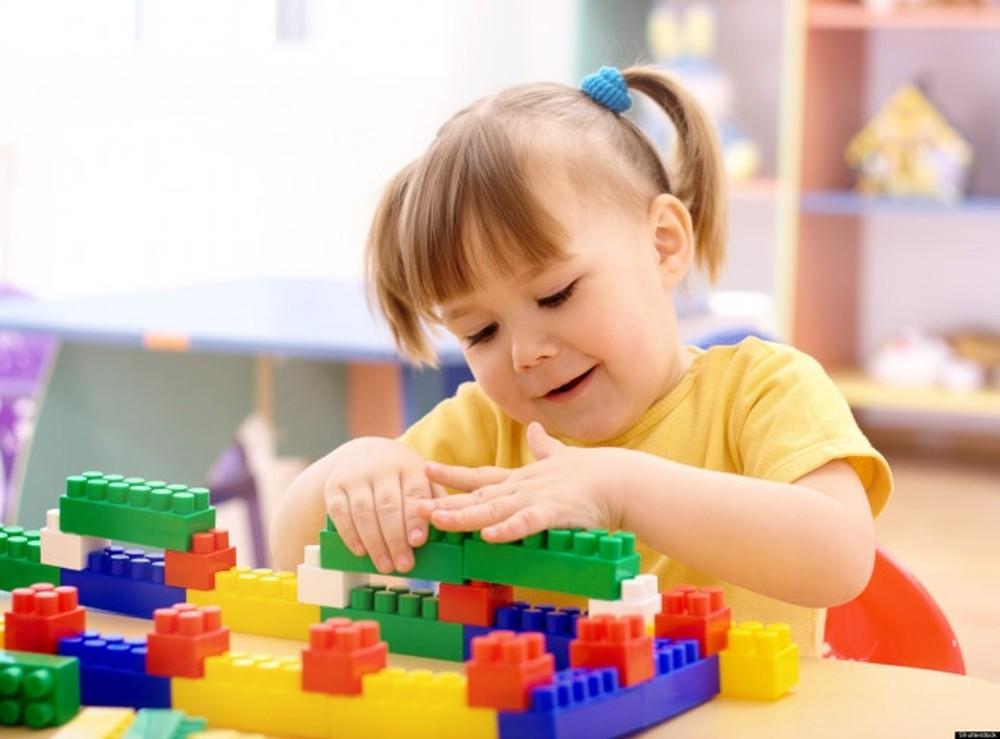 Các trò chơi xếp hình, lắp ghép sẽ kích thích tư duy logic của trẻ 4 tuổi