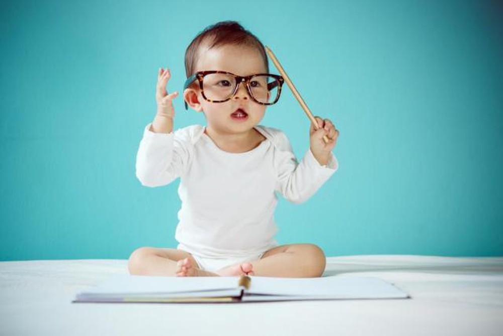 Nắm bắt khả năng và tâm lý của trẻ 1 tuổi sẽ giúp bạn dạy dỗ bé tốt hơn