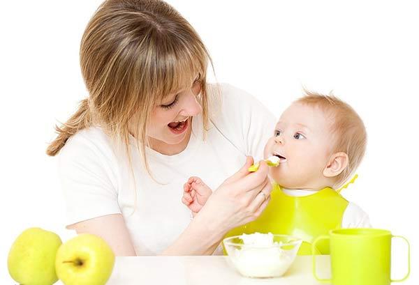 Pha bột ăn dặm đúng tỉ lệ giúp bé ăn ngon miệng hơn