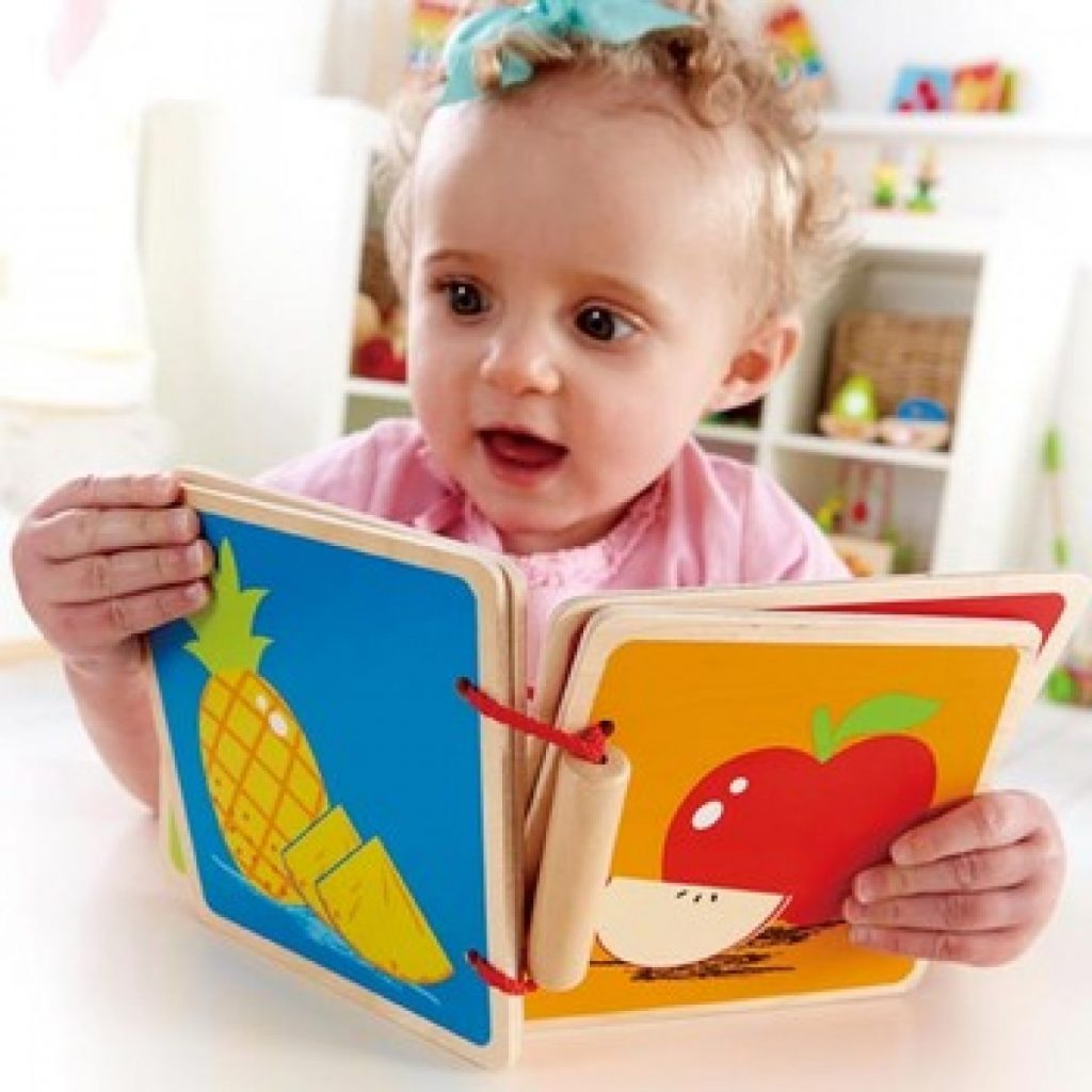 Sử dụng các tấm thẻ học có hình ảnh giúp bạn dễ dàng dạy trẻ 1 tuổi thông minh sớm