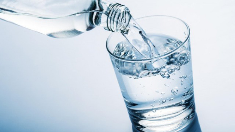 Trẻ nhỏ từ 2 - 5 tuổi cần uống 1 - 1,5 lít nước/ngày