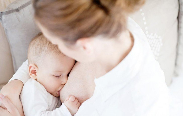 Sữa mẹ vẫn là nguồn bổ sung canxi tốt nhất cho trẻ sơ sinh