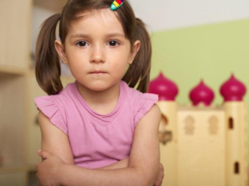 Cha mẹ biết lắng nghe và cho bé cơ hội sửa sai giúp bé dũng cảm nhận lỗi và không nói dối