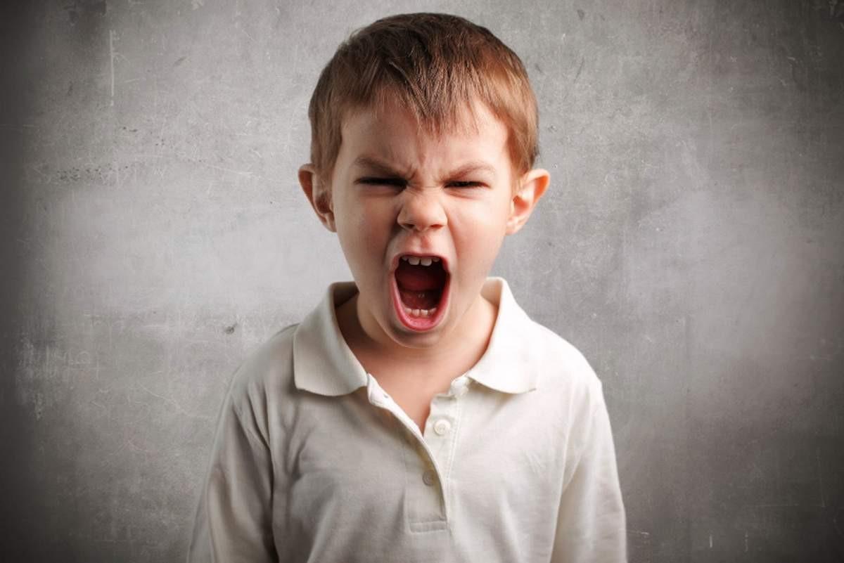 Phụ huynh cần nghiêm khắc và có hình phạt rõ ràng khi phát hiện trẻ hỗn láo, nói tục