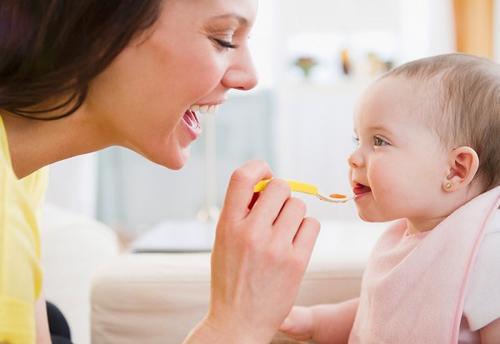 Trẻ suy dinh dưỡng cần được kích thích ăn ngon miệng để chủ động ăn đủ và hấp thu tốt dưỡng chất
