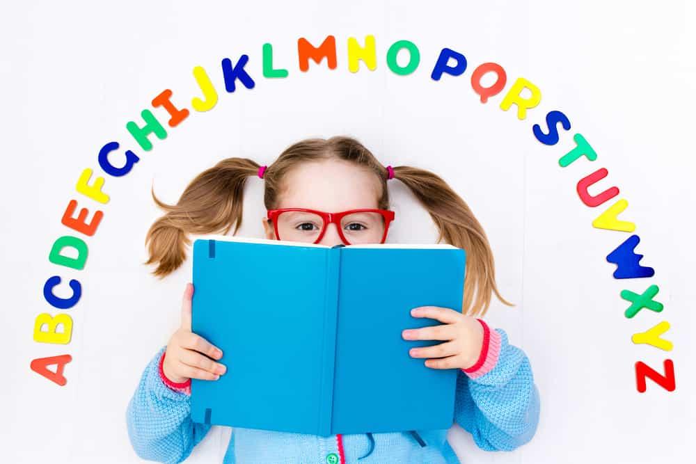 Trẻ thường không thích học tiếng anh thông qua sách vở một cách truyền thống