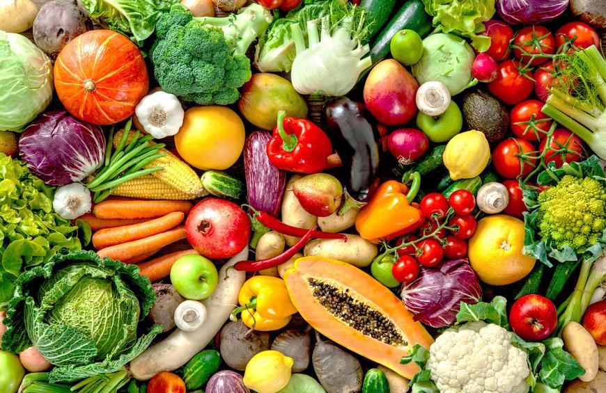 Bé 4 tuổi có thể nhìn mẹ nấu ăn, cùng mẹ đi siêu thị và học từ vựng chủ đề rau củ quả