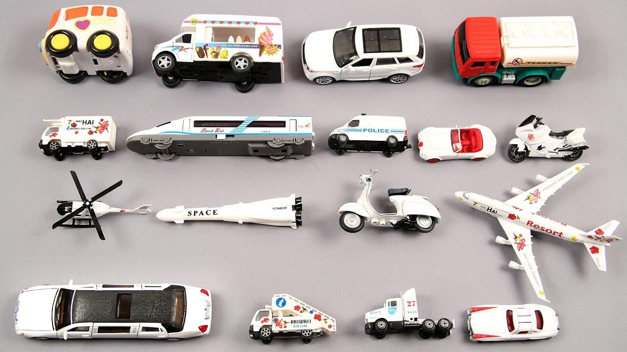 Phụ huynh có thể mua đồ chơi để minh hoạ cho từ vựng chủ đề phương tiện giao thông