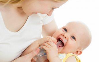 Những chú ý khi trẻ sơ sinh uổng thuốc