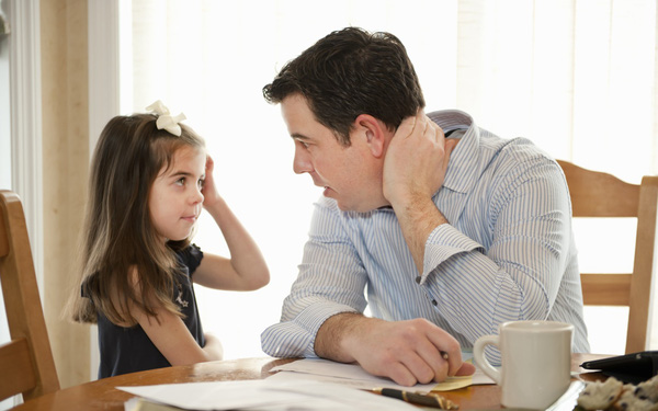 Cha mẹ nên phân tích cho trẻ hiểu lỗi sai chứ không nên la mắng trẻ nặng lời