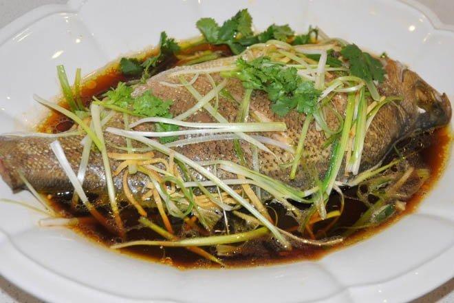 Cá chép hấp gừng vừa giúp con ăn ngon, vừa giúp con thông minh hơn
