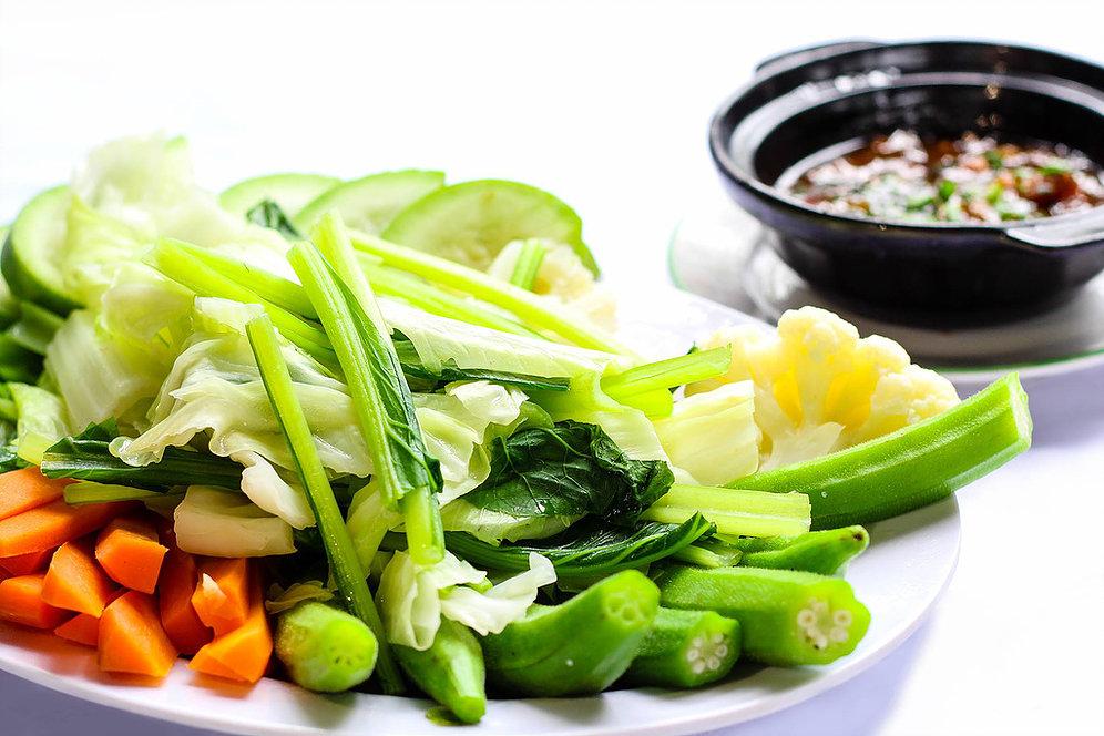 Rau củ luộc mềm cung cấp chất xơ, vitamin cho bé và có lợi cho dạ dày