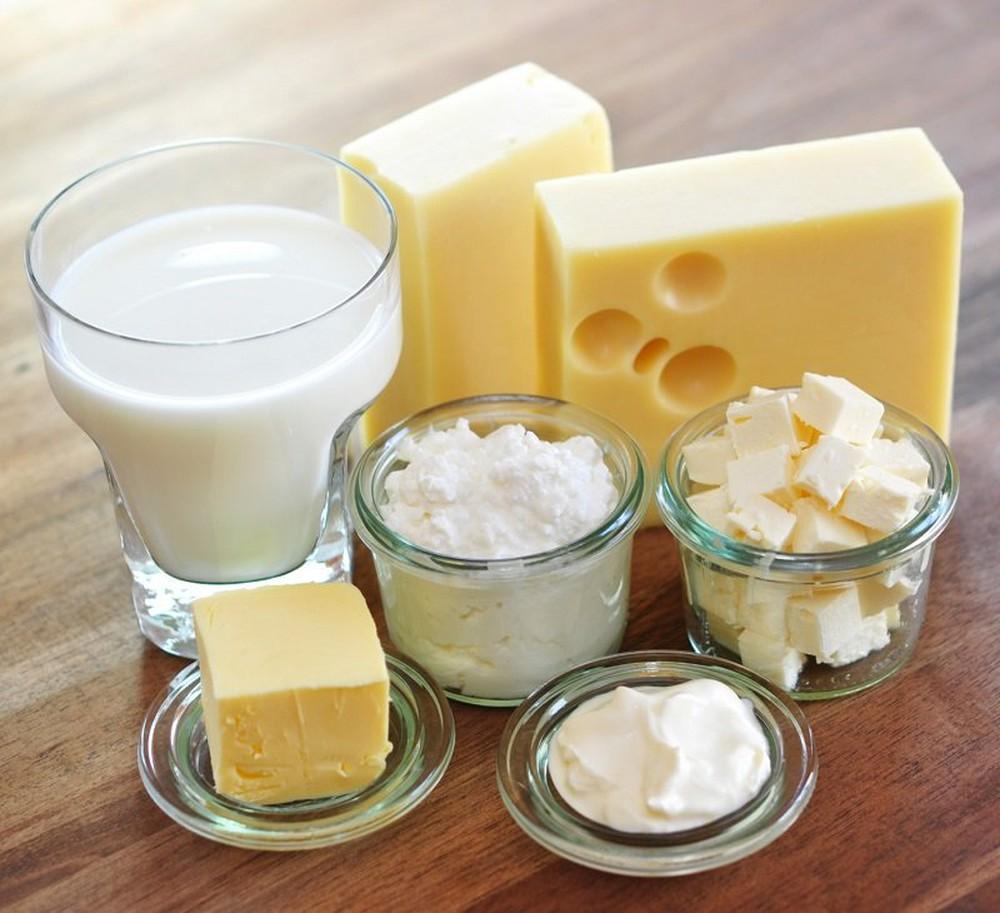 Sữa và những thực phẩm làm từ sữa cung cấp canxi cho bé phát triển hệ xương chắc khỏe