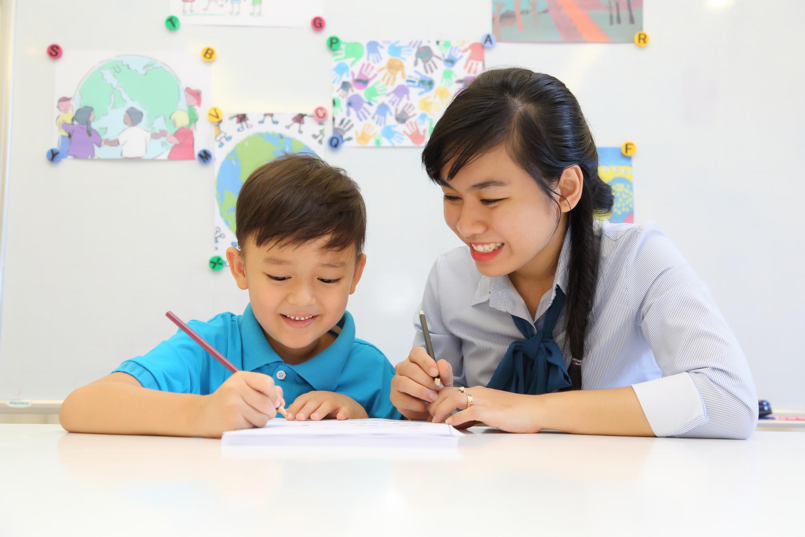 4 tuổi là thời điểm phù hợp để trẻ tiếp cận với tiếng Anh