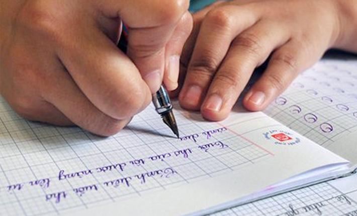 Khi học sinh viết thành thạo các nét đó mới cho học sinh ghép các nét thành chữ.