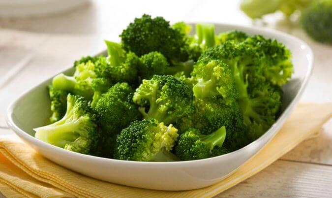Thực đơn ăn dặm kiểu BLW bông cải xanh hấp