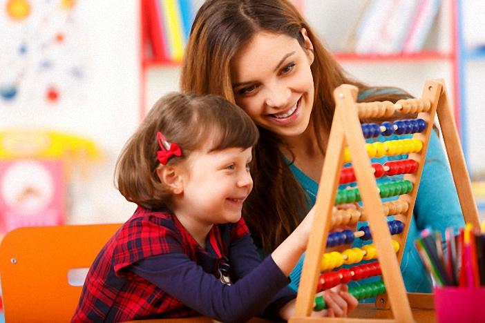 Mẹ có thể lồng ghép việc dạy bé học Toán vào giờ chơi của bé