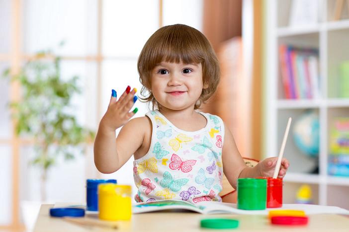 Ba mẹ có thể dạy trẻ mầm non học chữ cái bằng trò chơi tô màu