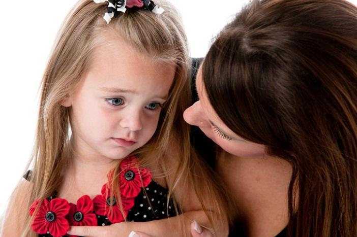 Trẻ nhút nhát cần sự giúp đỡ của ba mẹ để dạn dĩ hơn