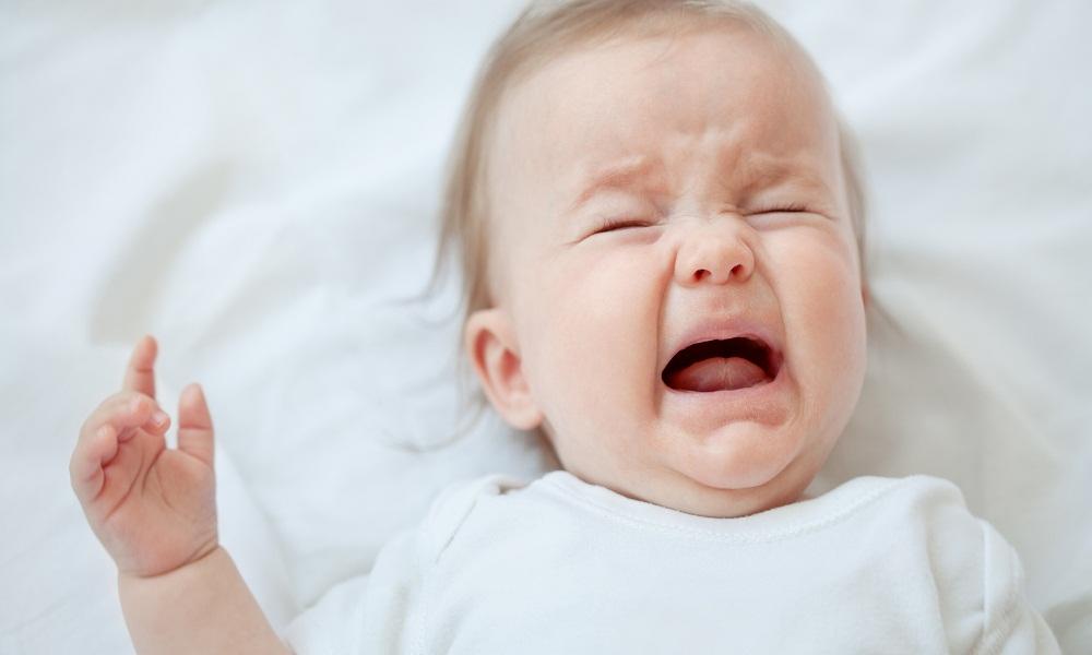 Bệnh nấm miệng ở trẻ em sẽ làm trẻ đau rát, khó chịu