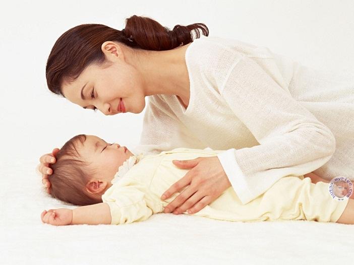 Tập cho bé tự ngủ theo cách của mẹ Việt