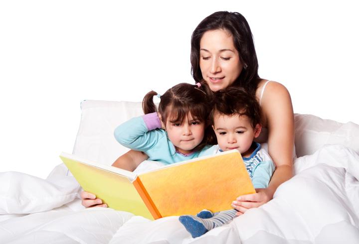 Phụ huynh có thể đọc truyện tiếng Anh cho con trước khi đi ngủ