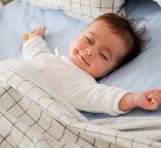 Khi nào nên cho bé ngủ riêng?