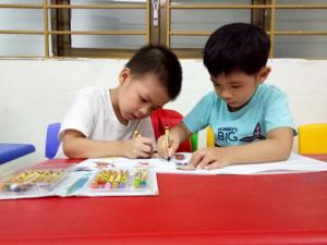 Học tiếng anh qua tranh tập tô màu giúp bé phát triển vận động tinh
