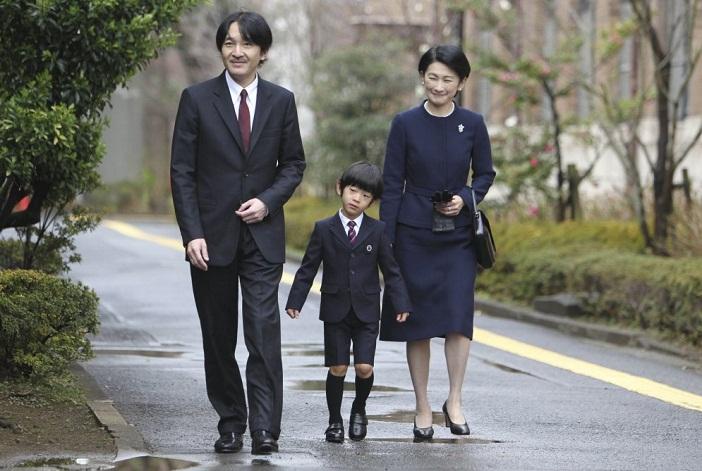 Hoàng tử Nhật không dạy con của mình theo cách Hoàng gia
