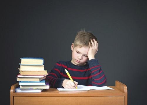 Bài tâp về nhà làm trẻ cảm thấy mệt mõi và chán nãn