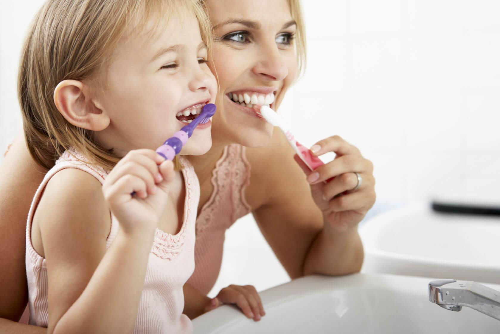 Trước hết phải vệ sinh rằng miệng sau khi ăn, trước khi đi ngủ