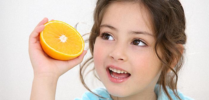 Trẻ phát bệnh vì ba mẹ cho ăn quá nhiều hoa quả