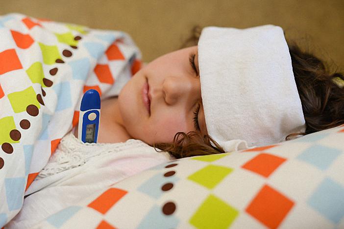 Cần cần thận khi chăm sóc trẻ bị sốt cao co giật