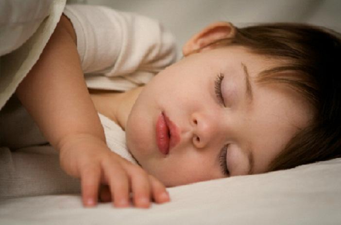 Trẻ cần ngủ sớm để chiều cao của trẻ phát triển tốt nhất