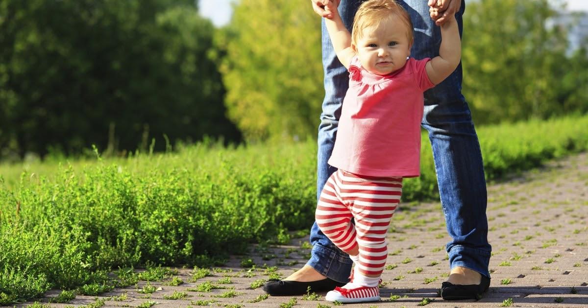 Giày tập đi cho bé nên chọn bít mũi